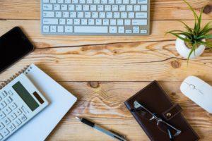 机と文房具