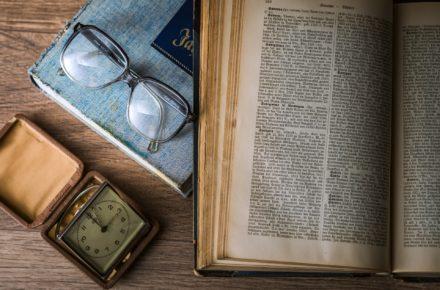 勉強机とメガネ