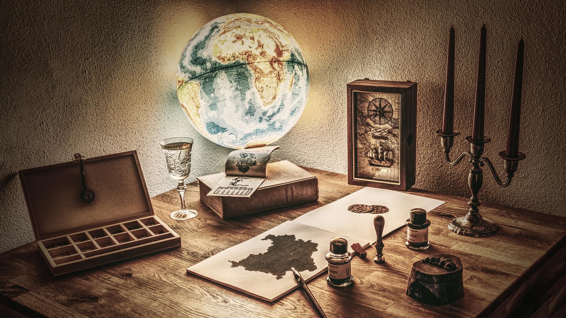 机と地球儀