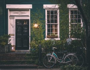 家と自転車